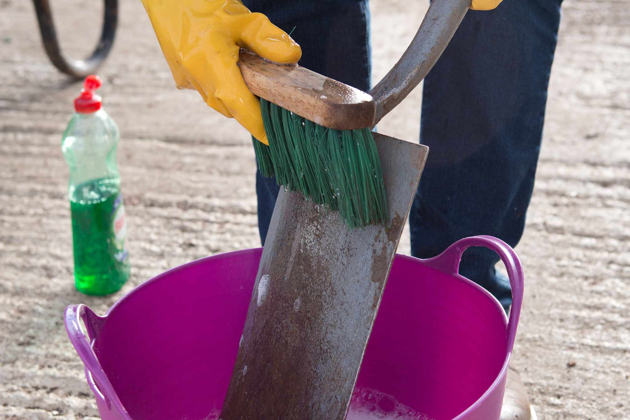 Maintaining a spade