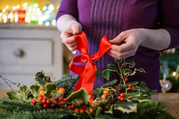 Attach a ribbon and make a bow on the wreath