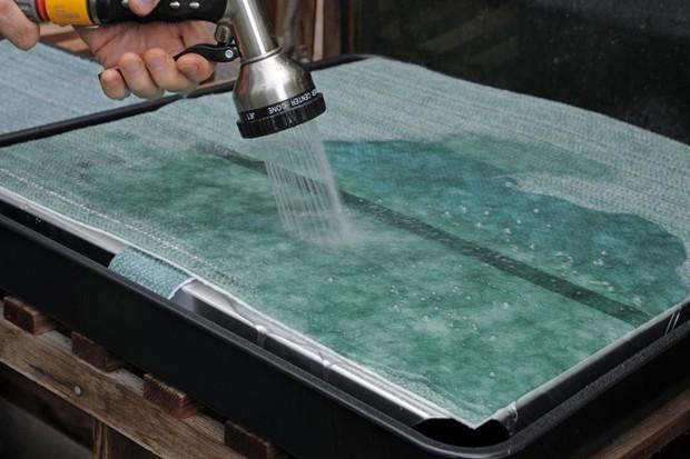 Watering the capillary matting