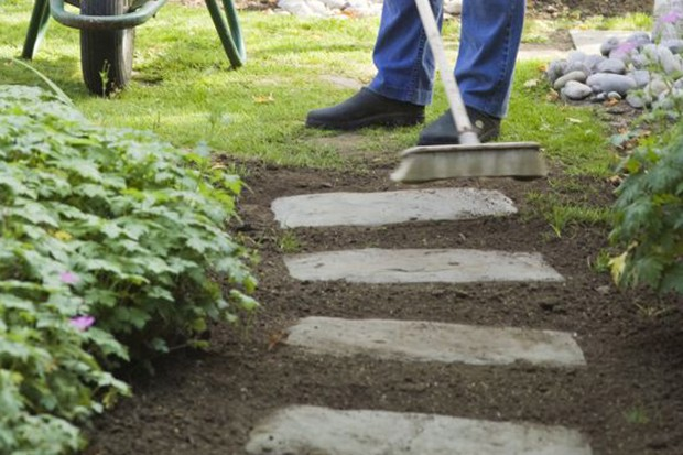 How to lay stepping stones - the finished path