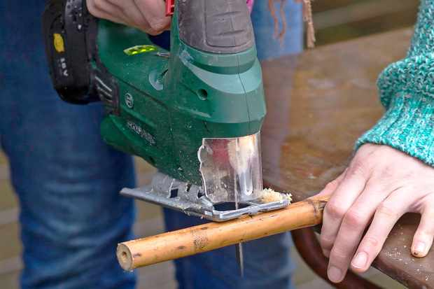 sawing-the-bamboo-stems-to-size
