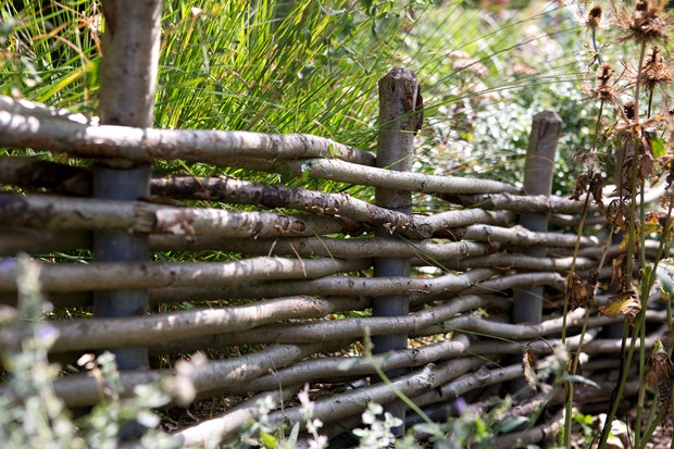hazel-fencing-used-to-divide-the-garden-3