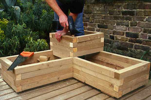 building-raised-section-of-planter-2