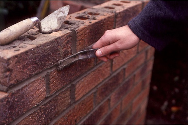 neatening-exterior-mortar-joints-2