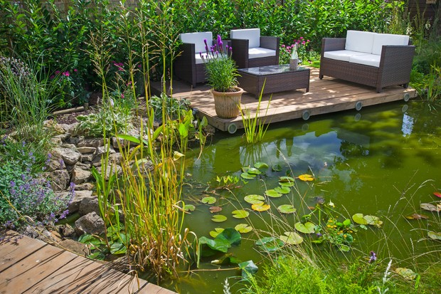garden-wildlife-pond-with-seating-area-3
