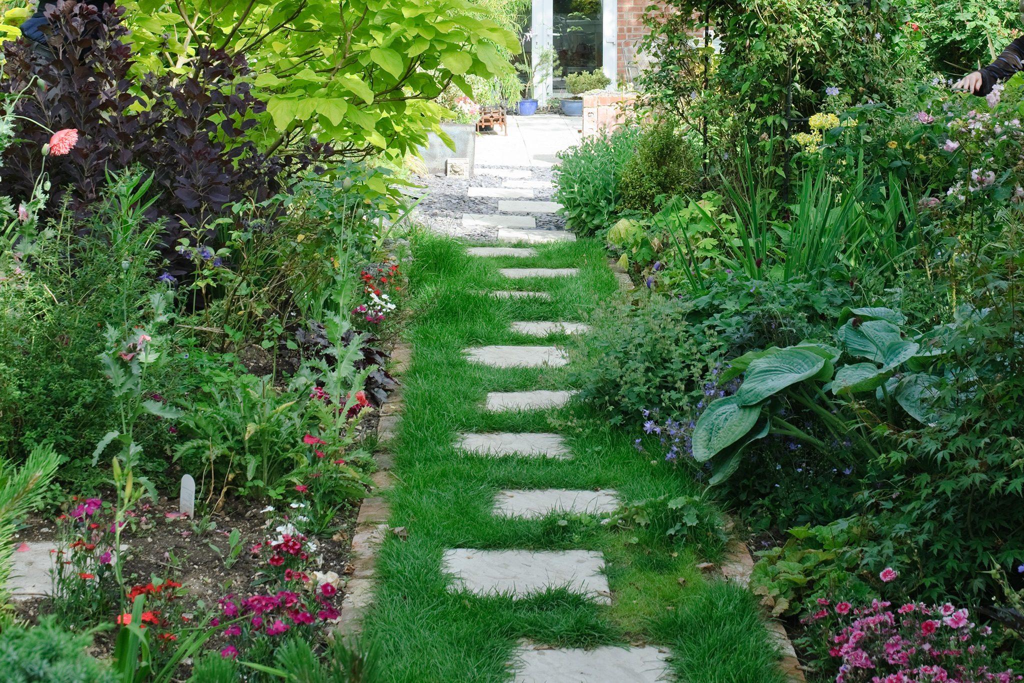 How To Lay Garden Stepping Stones Bbc Gardeners World Magazine