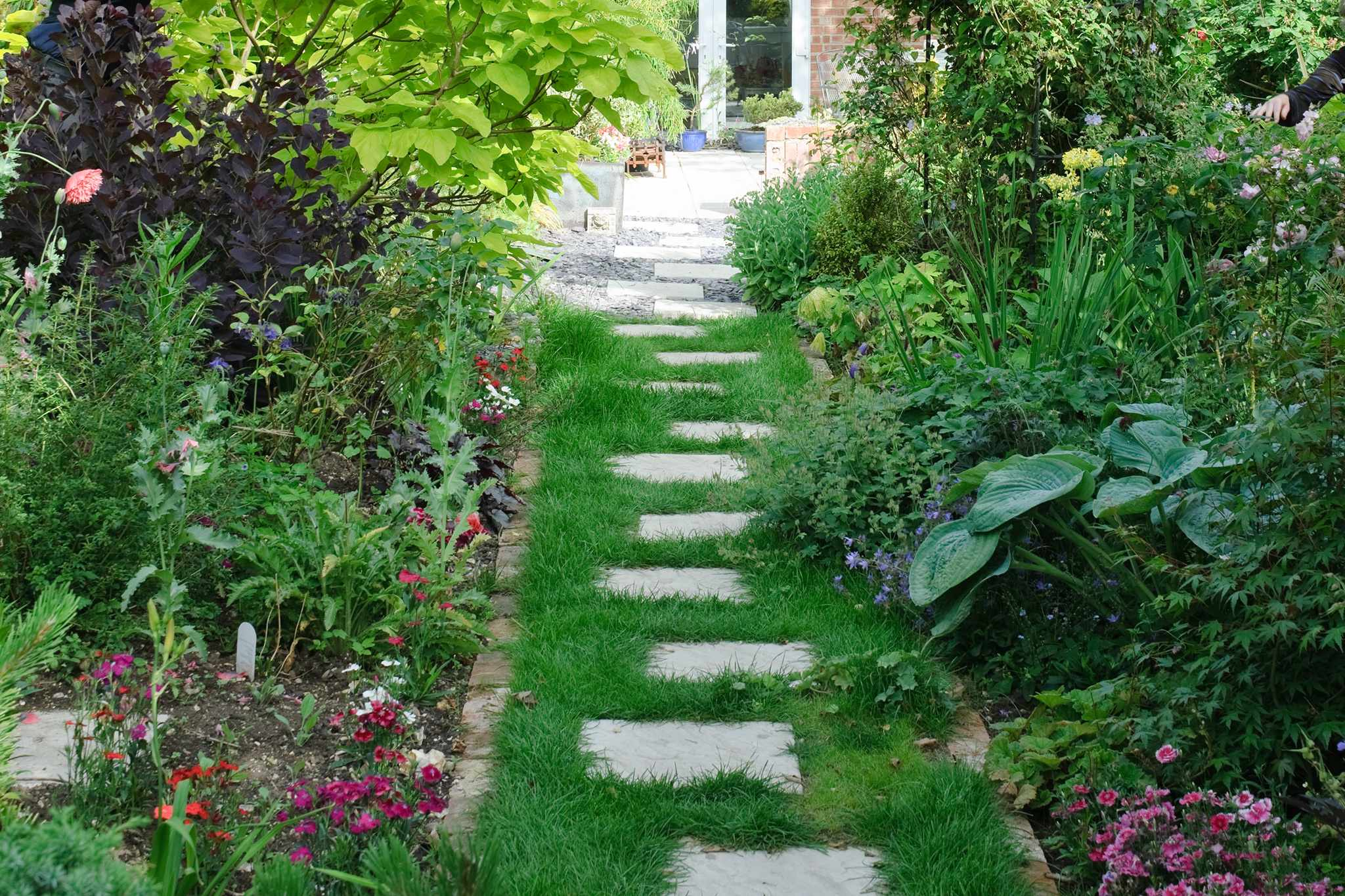 How to lay stepping stones