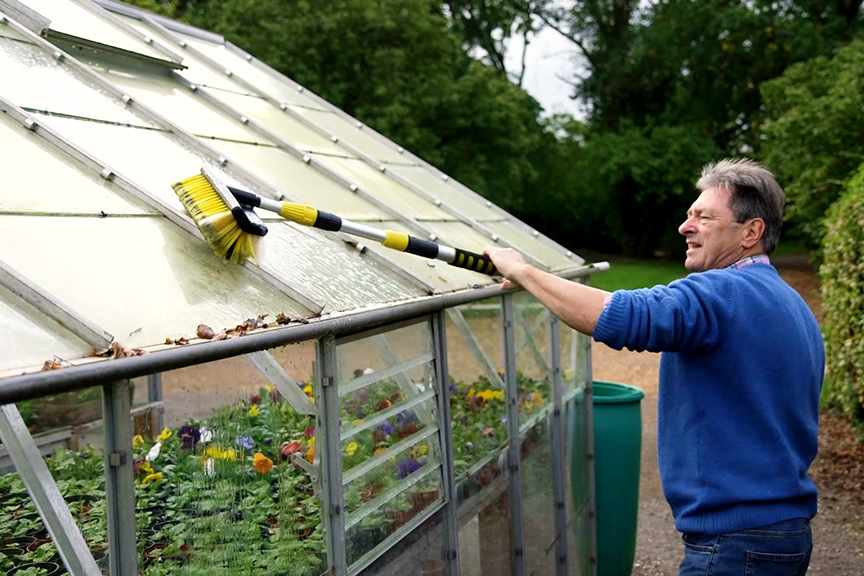 No Fuss Guide video Cleaning the greenhouse
