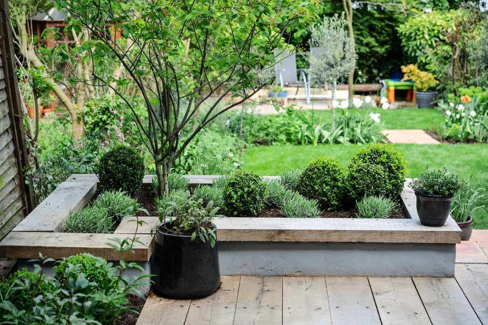 Make a Contemporary Raised Bed