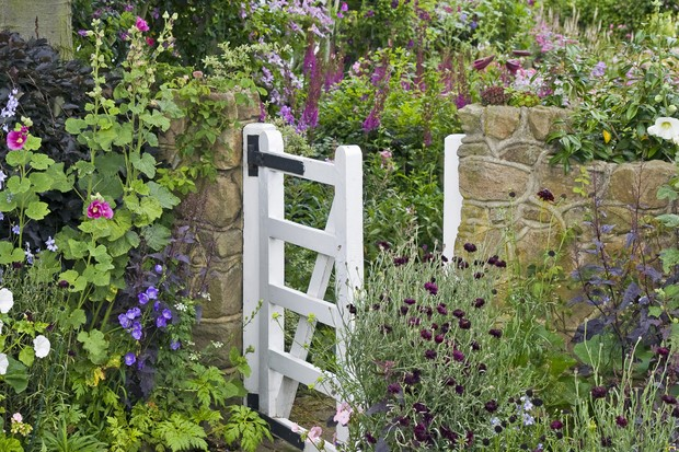 front-garden-with-white-gate-and-cottage-style-planting-2