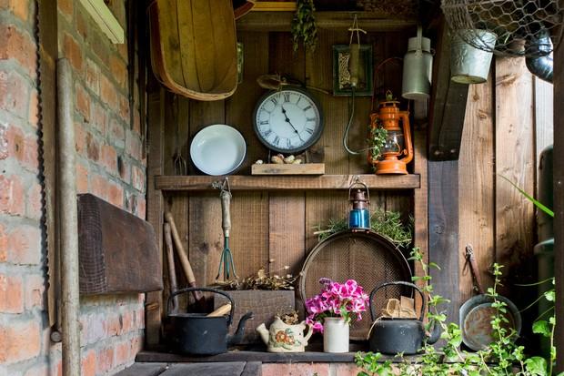 attractive-garden-storage-idea-3