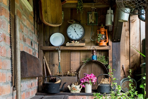 attractive-garden-storage-idea-3