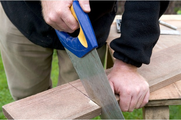 Hinged nest box - cutting the wood