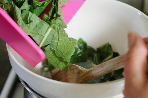 How to make comfrey ointment - mixing leaves with wax
