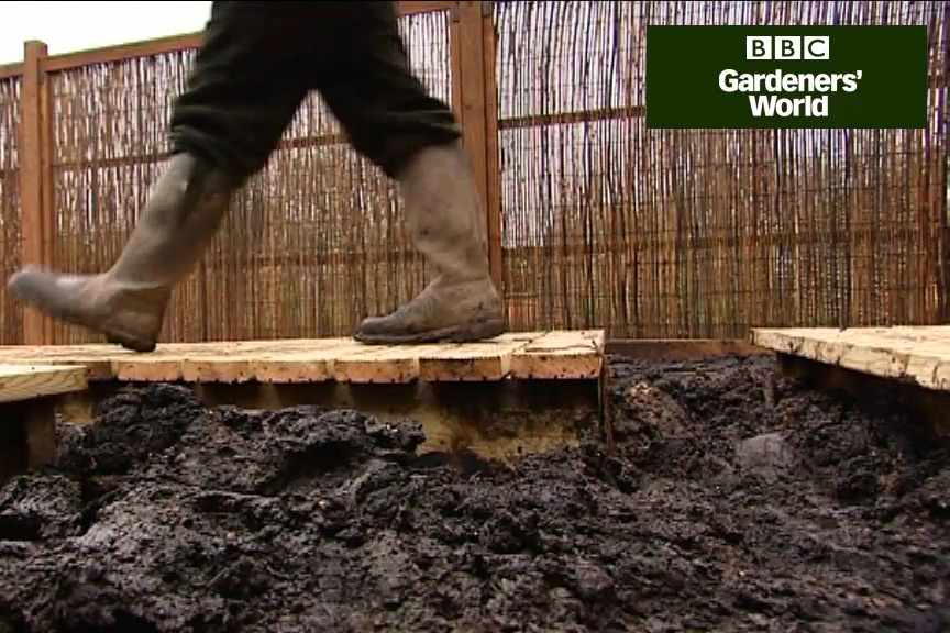 How to lay a decking path
