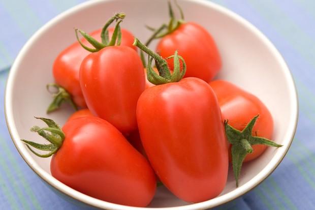 A bowl of 'Astro Ibrido' plum tomatoes
