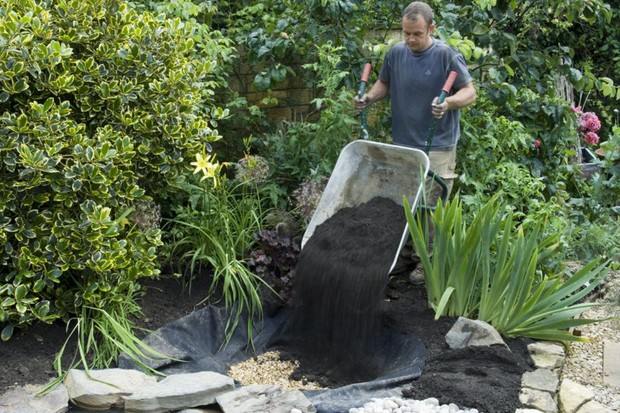 filling-hole-with-excavated-soil
