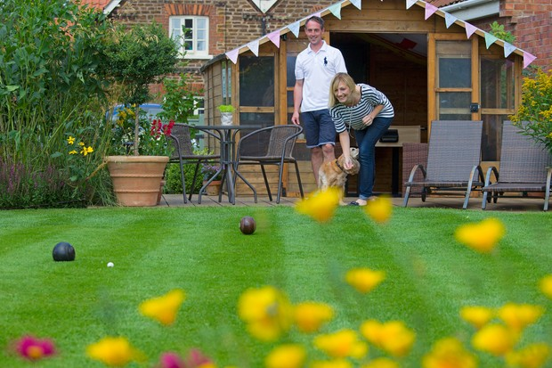 playing-bowls-on-the-garden-lawn-3