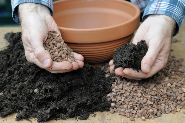 Adding grit to compost