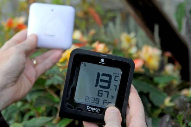 Measuring temperature with a digital thermometer