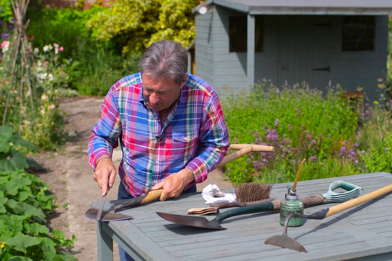 No Fuss Guide Sharpening garden tools