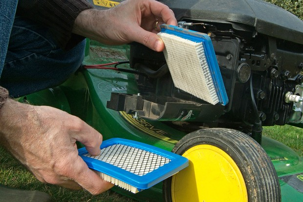 How to maintain your lawn mower - checking the air filter