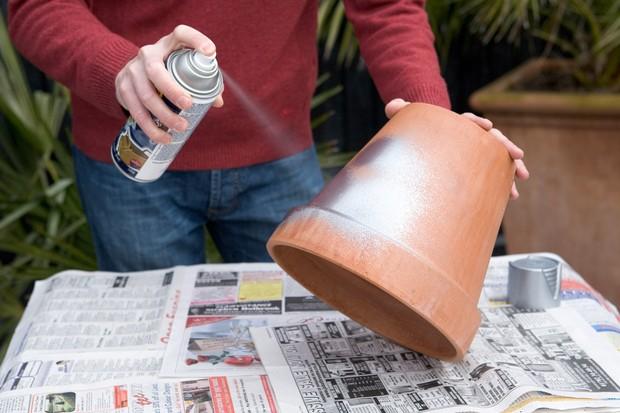 Snowdrop pot display - painting the pot