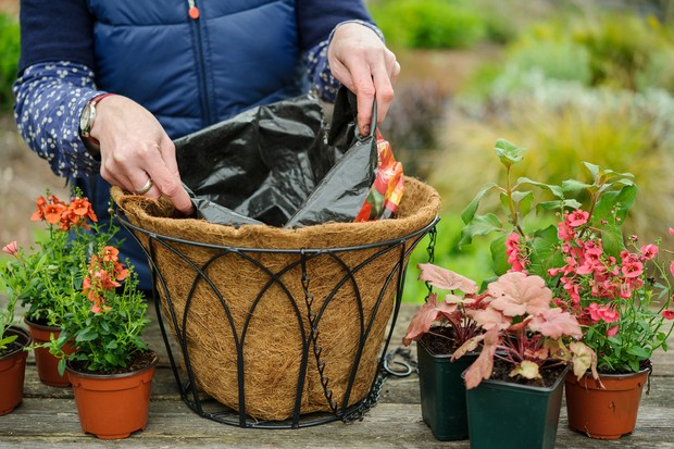 How to create a summer hanging basket - lining the basket