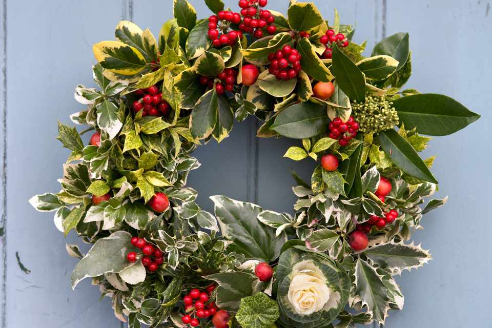 Image Christmas Wreath.How To Make A Classic Christmas Wreath Bbc Gardeners
