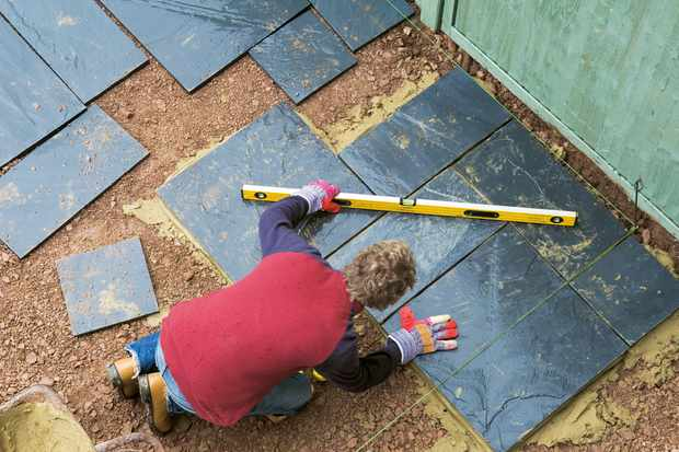 levelling-patio-slabs-2