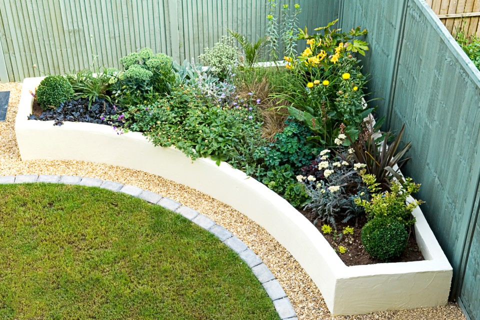 Build A Raised Bed In Pictures Bbc Gardeners World Magazine