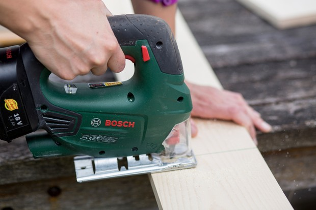 cutting-wood-to-size-for-nest-box-2