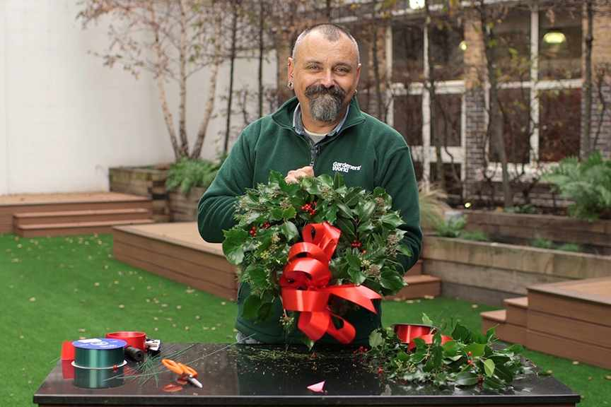 Making a traditional Christmas wreath NFG video