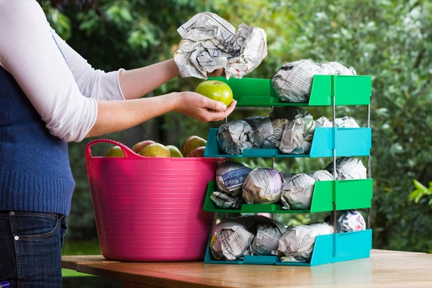 storing-apples-in-newspaper-3