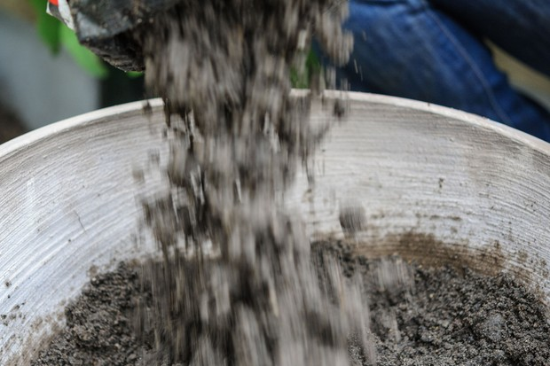 Adding mixed compost to the pot