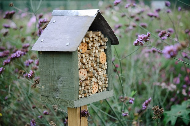 bee-hotel-on-post-with-slate-roof
