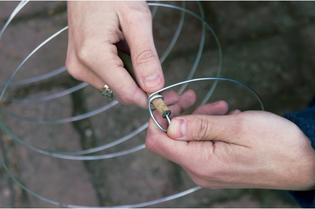 wrapping-wire-around-top-of-cane-2