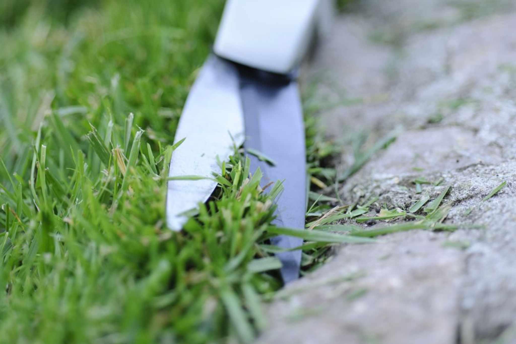 How to cut clean lawn edges