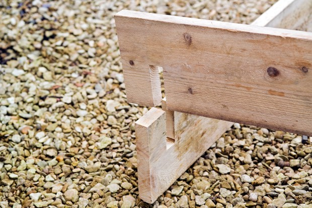 Making a raised bed - slotting he wood together