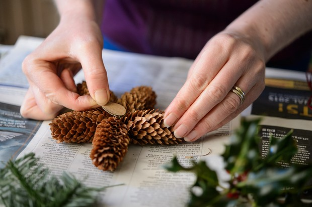 glue-the-pine-cones-together-3