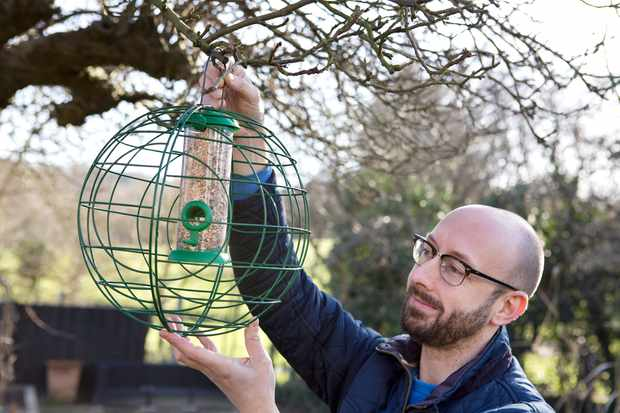 A crow-proof bird feeder