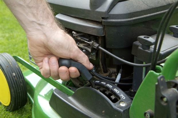 Adjusting the cutting height of a mower