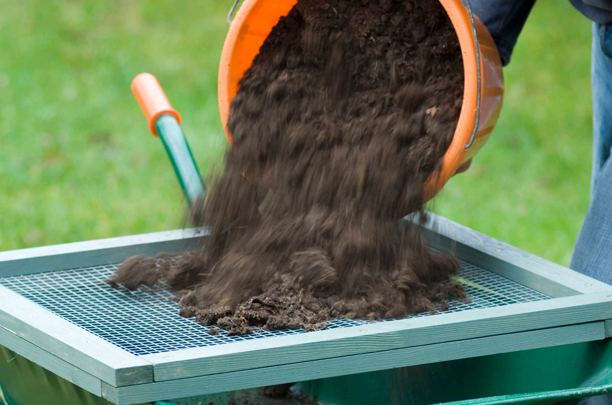 How to make a soil sieve