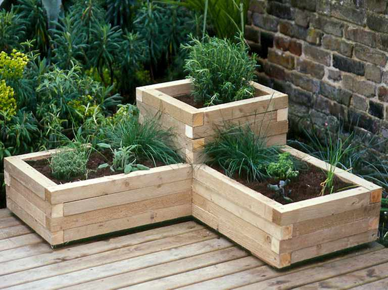 How to make a wooden planter