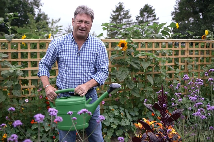 Watering plants No Fuss Guidevideo