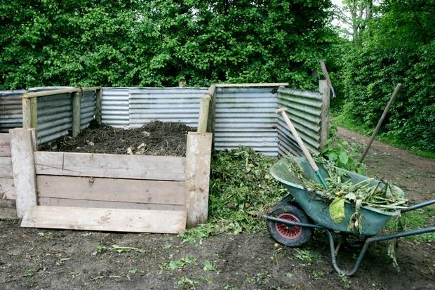 homemade-compost-bin-3