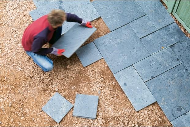 arranging-patio-slabs-2