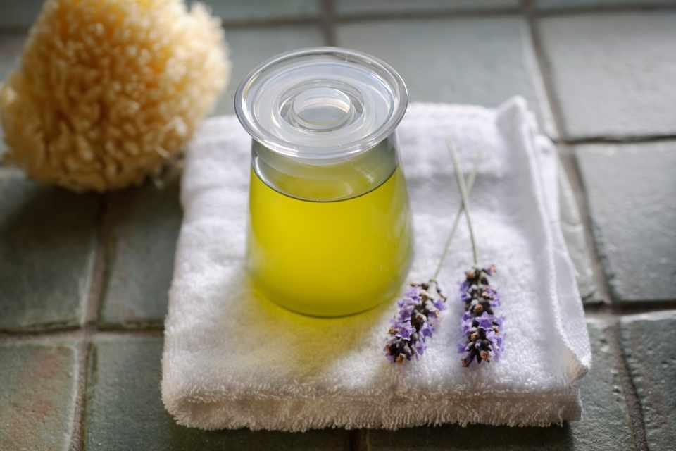 How to make lavender bath oil