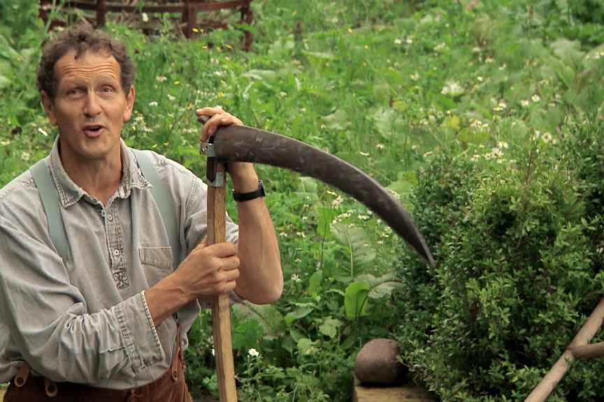 How to cut a wildflower meadow with a scythe video