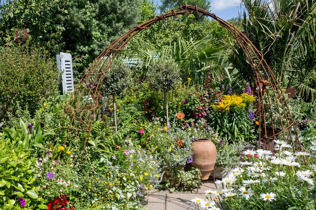 rusted-metal-garden-arch-3